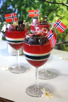 17. Mai, Food N, Food And Drink, Panna Cotta, Norwegian Food, Scandinavian Food, Holiday Photography, 50th Party, Dessert Recipes