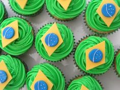 Brazil cupcakes!! :) in honor of my brother and sister in law, Ji!