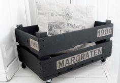 Old wooden Box on Wheels! http://www.tierlantijn.net