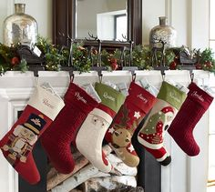 35 Festive Christmas Wall Decor Ideas that will Instantly Get You into the Holiday Spirit - The Trending House Pallet Christmas, Christmas Chalkboard, Burlap Christmas, Christmas Mantels, Diy Christmas Ornaments, Outdoor Christmas, Christmas Home, Christmas Stockings, Christmas Decorations