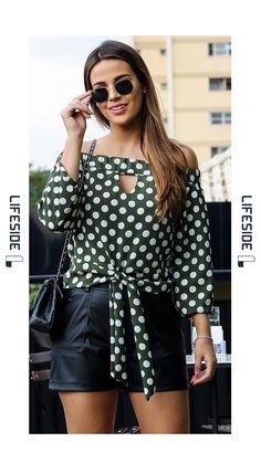 LIFESIDE, Moda Feminina outono inverno. Blusa polka dot, poá, bolinhas, fundo verde oliva, com decote ombro a ombro e amarração na frente.