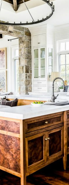 Burled Oak Island & Banquette | Rustic Kitchen