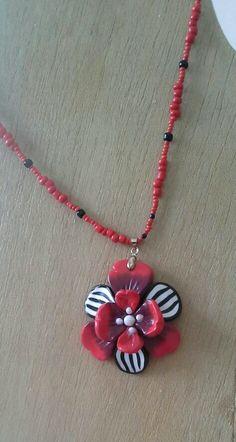 Piros fekete virag gyongysoron