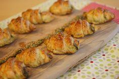 Croissants au pesto : parfaits pour un apéritif rapide ! A recommander pour les buffets, c'est facile à faire et on peut les congeler.