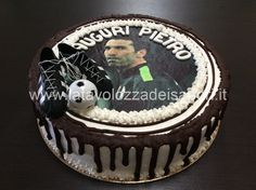 Torta Juventus con Cialda di Buffon    http://www.latavolozzadeisapori.it/ricette/torta-juventus…alda-di-buffon