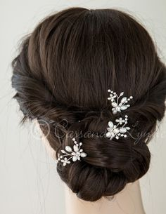 This ivory, freshwater pearl bridal hair pin has a floral design accented by marquise and round rhinestone jewels. The length of the entire pin is 3.5 inches, the decoration is 1.5 inches by 1 inch. S
