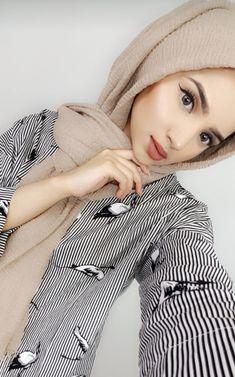Muslim Girls, Muslim Women, Modest Fashion, Hijab Fashion, Hijab Makeup, Hijab Dpz, Hijabi Girl, Beauty Full Girl, Hijab Chic