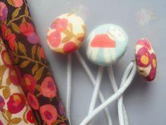 Lovely* Haargummi Blumen von Happy Lilly auf DaWanda.com  Liberty of London hair rubber with fabric button