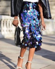 💫a source is unfortunately unknown Street Chic, Street Style, Streetwear, Ootd, Fashion Gallery, Fashion Addict, Passion For Fashion, Sequin Skirt, Lavender