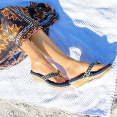 The new Lindsay Phillips Switchflops Yoga Lynne in Navy is so adorable. #switchflops #yogalynne #sandal #lindsayphillips #onlyatchristinas