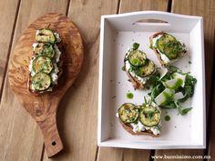 Bruschetta con calabacitas rostizadas y queso cottage #bruschetta #buonissimomexico #chalupinski