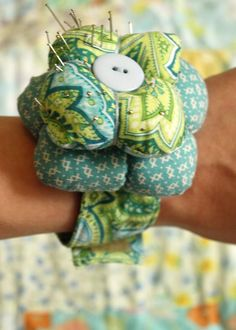 GOOD TUTORIAL! RVA Camp/DIY | Wrist Cuff turned Pin Cushion Cuff - Heart Handmade uk