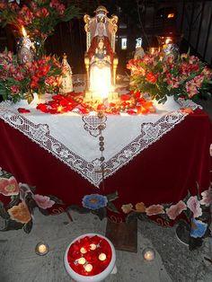 Virgen de Coromoto - El Cafetal, Caracas La gente sacó sus altares a la calle.by valenruizl, via Flickr