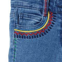 Bandstickerei Zig Zag Nina Jeans Buying Petite Clothing Made Easy All you girls and under, fig Embroidery On Clothes, Embroidered Clothes, Diy Embroidered Jeans, Hand Embroidery Designs, Diy Embroidery, Diy Clothing, Custom Clothes, Diy Mode, Painted Clothes