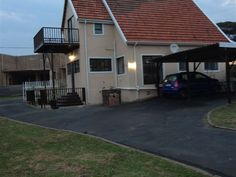 Ocean Spirit Lot 103 Uvongo - Ocean Spirit Lot 103 Uvongo is situated in Uvongo in KwaZulu-Natal. It is an hour and a half away from Durban and less than 30 minutes from Port Shepstone.  This house has four bedrooms and three bathrooms. ... #weekendgetaways #margate #southafrica