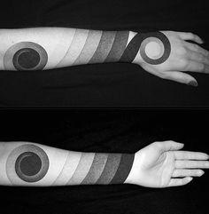 blackwork oberarm tattoo cover up pinterest h ssliche tattoos h sslich und tattoo ideen. Black Bedroom Furniture Sets. Home Design Ideas