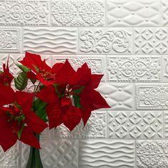 #vives #vivesceramica #xmas #walltiles #azulejos #tiles #tileaddiction #iliketiles #ilovetiles #design #decoration #white #pattern #amantedelosazulejos by vivesceramica
