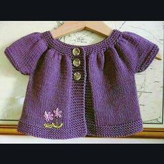 66 Ideas baby clothes christmas free pattern for 2019 Baby Cardigan Knitting Pattern, Knitted Baby Cardigan, Baby Pullover, Baby Knitting Patterns, Baby Patterns, Knitting For Kids, Crochet For Kids, Free Knitting, Girls Sweaters