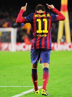 Neymar celebrant un gol de muchos a más a venir.!!