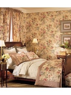 English country style bedroom: Always that rose covered wallpaper. English Cottage Style, English Country Cottages, English Country Decor, English Style, Country Cottage Bedroom, Cottage Style Bedrooms, English Bedroom, Floral Bedroom, Cozy Bedroom