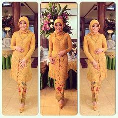 yellow ,,,,why not :) Kebaya Hijab, Kebaya Brokat, Kebaya Dress, Model Kebaya Muslim, Model Kebaya Modern, Muslim Fashion, Hijab Fashion, Fashion Outfits, Women's Fashion