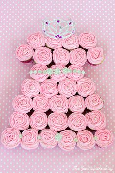 Princess pull-apart cupcake cake {Recipe & Tutorial} | The JavaCupcake Blog http://javacupcake.com