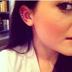 this is such a cute and delicate way to have ear piercings. love it!