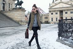 Look of the A wonder around Berlin Gala Gonzalez, Ripped Knee Jeans, Ripped Knees, Berlin, Winter Looks, Parka, Street Style, My Style, How To Wear