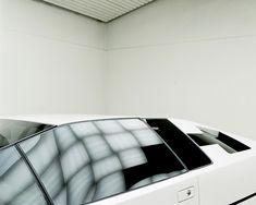 """Le magazine anglaisWallPapera récemment commandé au photographeBenedict  Redgroveune série de photographies sur les prototypes les plus fous du  carrossier italienBertonecouvrant les années 60, 70'.  Beaucoup d'avant projets de cette période s'inscrivaient dans le mouvement  de design """"cunéiforme"""" à savoirdes carrosseries aux formes hyper  angulaires, prismatiques, illustrant la vision fantasmée d'un futur SF  épris de vitesse.  Les voituresprésentées sont les mythiques Alfa Romeo…"""