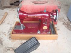 Victor Deluxe Sewing Machine IN Carry Case Vintage in Lewiston, SA | eBay