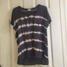Forever 21 tie dye shirt Grey and white forever 21 tie dye shirt! Only worn a few times and is flattering on! Has a pocket on the front....front is also slightly shorter than the back. Forever 21 Tops Tees - Short Sleeve