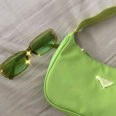 January 28 2020 at fashion-inspo Aesthetic Colors, Aesthetic Pictures, Aesthetic Clothes, Aesthetic Bags, Retro Aesthetic, Verde Vintage, Vintage Green, Fashion Bags, Fashion Accessories