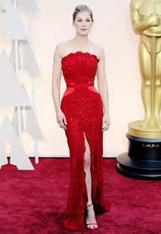 Rosamund Pike at the 2015 #Oscars.