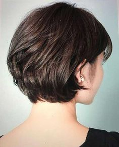 Short Haircuts Back View for Women with Thick Bob Hairstyles for thick hair 20 Stylish Short Haircuts for Thick Hair Stylish Short Haircuts, Short Hairstyles For Thick Hair, Short Hair With Layers, Short Bob Haircuts, Short Hair Cuts For Women, Hairstyles Haircuts, Short Bob Thick Hair, Pixie Haircut For Thick Hair, Quick Hairstyles