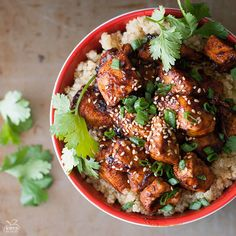 Sriracha Chicken Quinoa Bowl by kimshealthyeats #Chicken #Quinoa #Healthy