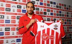 Luego de un año sin jugar y más de seis meses sin club, Martín Cáceres firmó contrato con Southampton de la Premier League y fue presentado de forma oficial para jugar por pocos meses.