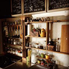 PICHANさんの、キッチン,100均,DIY,カフェ風,スパイスラック,セリア,ダイニングキッチン,ディアウォール,自己満足,ブライワックス,のお部屋写真