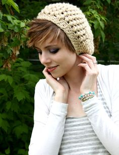 Items similar to Slouch Hat - Chunky Hat - Slouchy Beanie - Cream - Puff Stitch Hat on Etsy Hats For Short Hair, Very Short Hair, Cute Hairstyles For Short Hair, Short Hair Styles, Hat Hairstyles, Everyday Hairstyles, Trendy Hair, Wearing A Hat, Slouchy Hat