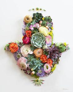Hamsa hand flower art by Vicki Rawlins of Sister Golden! Flower Prints, Flower Art, Hand Flowers, Paperclay, Cactus Y Suculentas, Arte Floral, Hamsa Hand, Echeveria, Planting Flowers