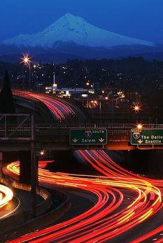 Mt Hood at dusk, Portland Oregon Great Places, Places To See, Beautiful Places, State Of Oregon, Oregon Coast, Downtown Portland, Seattle, Portland Oregon Apartments, Oregon Washington