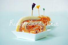 Ricette Rotolini di pancarrè con prosciutto cotto, philadelphia e crema di peperoni