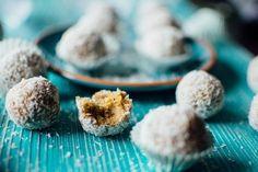 Raw cukroví - mrkvovo-oříškové kuličky s kokosem