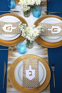 Hanukkah Tablescape | #hanukkah #chanukkah #chanukah #decor #holiday