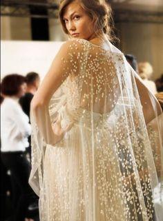 Wedding Dess // Cape not veil // Bridal Dress http://www.ameliste.it/abiti-da-sposa/lhullier-collezione-2016/lhullier-collezione-primavera-2016