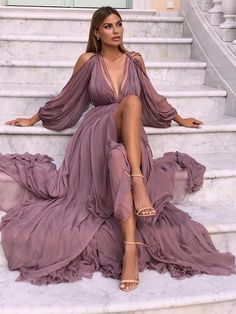2018 Long Sleeve Gold Prom Dresses,Long Evening Dresses,Prom Dresses On Sale Want a glamorous red carpet look for a fraction of the price? Elegant Prom Dresses, Prom Party Dresses, Pretty Dresses, Beautiful Dresses, Dress Party, Long Dress Formal Elegant, Simple Party Dress, Amazing Dresses, Gorgeous Dress