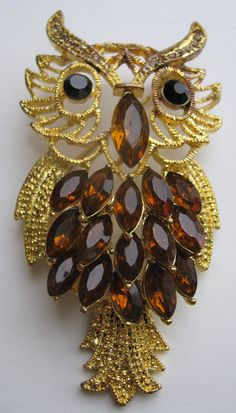 Vintage Large Owl gold Pin Brooch-rhinestones-crystals $24 #SideEffectsNy on Etsy. LOVE!