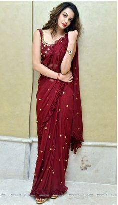 Looking very beautiful 😍😘💕❤️ wearing beautiful saree with blouse Saree Draping Styles, Saree Styles, Fancy Sarees, Party Wear Sarees, Indian Dresses, Indian Outfits, Saree Trends, Stylish Sarees, Elegant Saree