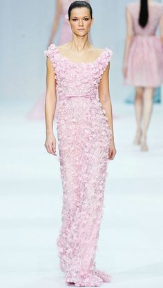 Elie Saab, though i dont like pink, the dress is beautiful