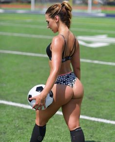 """13.1k Likes, 72 Comments - Health & Fitness (@bossgirlsempire) on Instagram: """"Love soccer?⚽ Dale Like  @mandycfit ▫#bootybuilding ▫#bodygoals ▫#squats #glutes #curves…"""""""