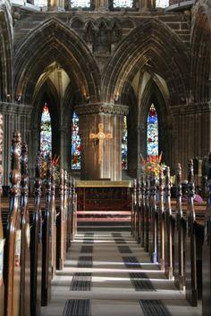 La Catedral de San Mungo de Glasgow, es la única catedral gótica de Escocia que los partidarios de la Reforma dejaron intacta, gracias en parte, al gremio de comerciantes que lucharon por ella en el año 1578. Aún así fueron destruidas las dos torres de la fachada oeste.